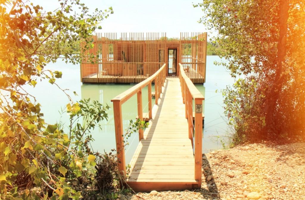 Cabanes des grands cépages provence sur l'eau
